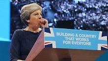 Dutzende Abgeordnete rebellieren gegen Theresa May.