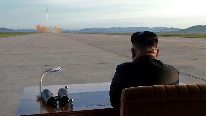 Nordkoreas Machthaber Kim Jong Un baut weiter auf eine Drohkulisse.