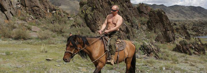 Fest im Sattel?: Putin feiert 65. Geburtstag mit Gegenwind