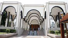 Mit Kalaschnikow und Handgranate: Mann stürmt auf saudischen Königspalast zu