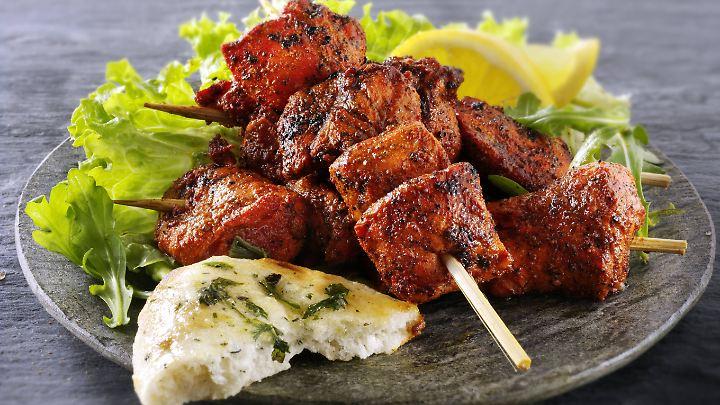 Sieht lecker aus - wo das Hähnchenfleisch im Restaurant herkommt, ist für Verbraucher aber selten erkennbar.