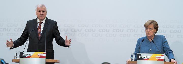 So richtig glücklich sehen die beiden nicht aus: Horst Seehofer und Angela Merkel im Konrad-Adenauer-Haus der CDU.