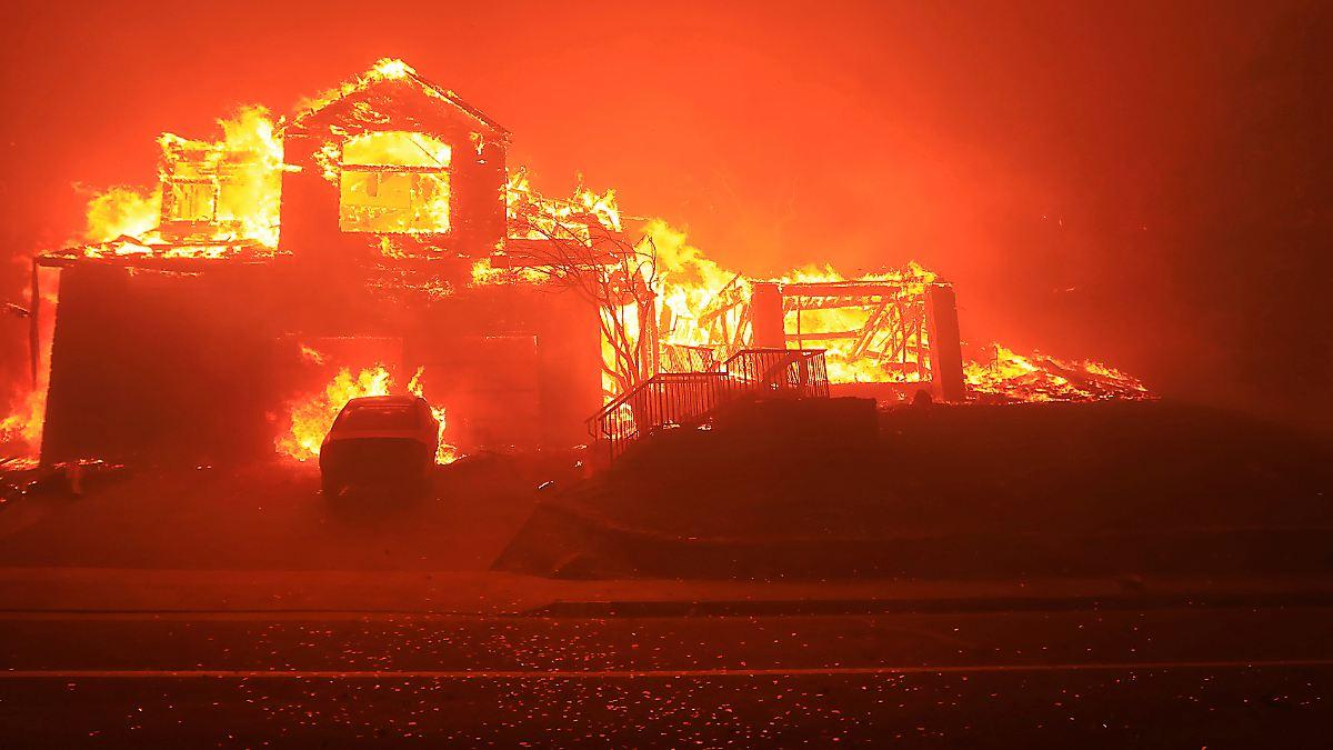 Zehn Tote bei Bränden in Kalifornien