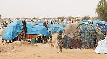 """Asylchancen vor Ort prüfen: Frankreich eröffnet erste """"Hotspots"""" in Afrika"""