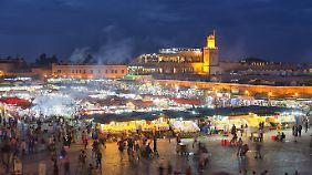 Markt Djemaa el Fna: Bei Nacht erwacht das Leben erst so richtig.