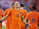 Arjen Robben und seine Teamkollegen wissen: Sie kämpfen heute nicht nur gegen ihren direkten Gegner Schweden.