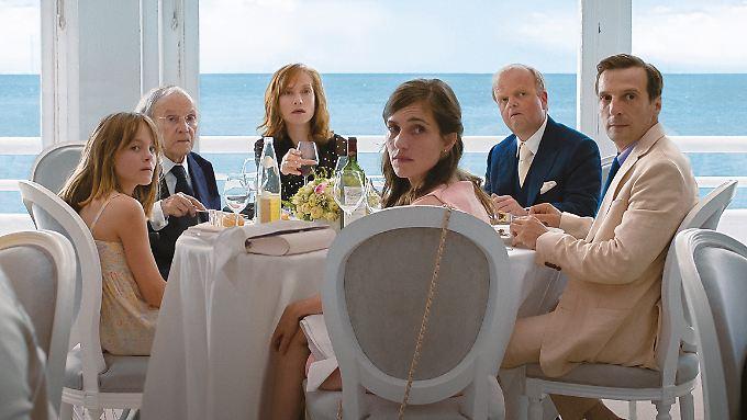 """Sehen gut aus, fühlen sich grässlich: Michael Hanekes Figuren in """"Happy End""""."""