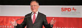 FDP schließt Ampel aus: Stephan Weil - strahlender Sieger ohne Mehrheit