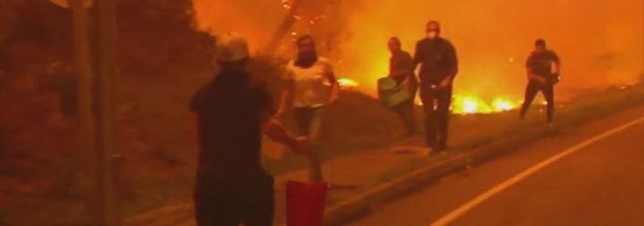 Waldbrände in Spanien und Portugal: Dorfbewohner kämpfen mit Wassereimern gegen die Flammen