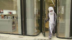 Verhüllungsverbot trifft Werbe-Hai: Österreichs Polizei muss skurrile Entscheidungen treffen