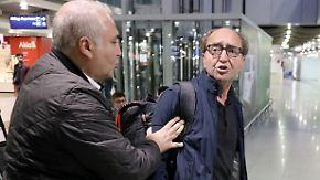 """Bei Ankunft als """"Landesverräter"""" beschimpft: Autor Akhanli kehrt aus spanischer Haft zurück"""
