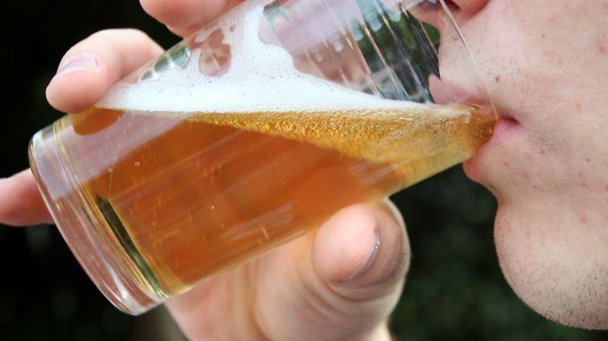 Ein Bier reicht bereits, um eine neu erlernte Fremdsprache besser zu sprechen.