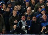 Bizarre Randale in Europaliga: Everton sperrt Rowdy mit Kind auf dem Arm