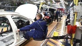 Dieselskandal drückt Gewinn: Daimler kündigt Milliardeninvestitionen an