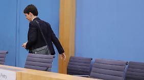 Frauke Petry verlässt die Bundespressekonferenz - und die AfD. Seither sind ihr rund 20 bekannte AfD-Gesichter gefolgt.
