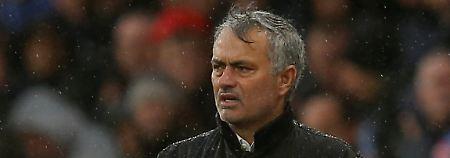 Im Regen: José Mourinho.