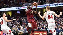 "Der Sport-Tag: Videobeweis: ""King James"" zerlegt die Bulls"