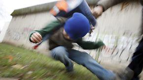 Angstzustände und Schulprobleme: Mobbing kann fatale Folgen für Opfer haben