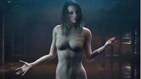 Promi-News des Tages: Taylor Swift verzückt Fans als nackter Roboter