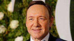 Skandalwerkstatt Hollywood: Kevin Spacey outet und entschuldigt sich