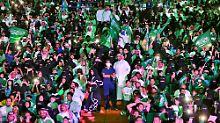 Schritt in Richtung Moderne: Saudische Frauen dürfen ins Stadion