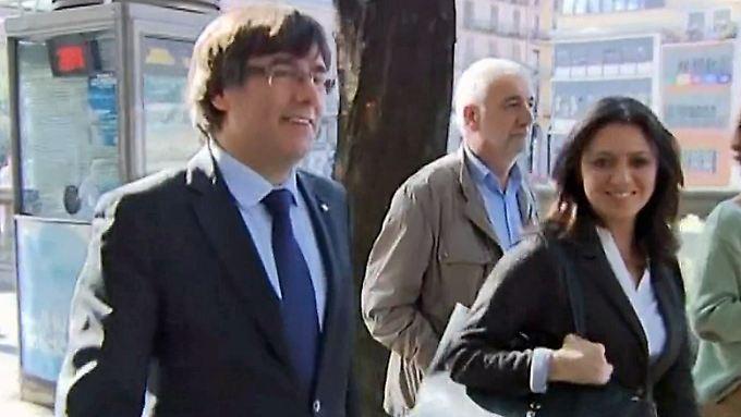 30 Jahre Haft drohen: Kataloniens Ex-Regierungschef flieht vor spanischen Behörden