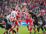 Hoch, höher, Polter. Sebastian Polter köpft in der Nachspielzeit den Siegtreffer für die Berliner.