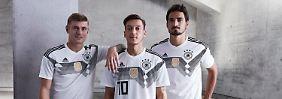 Toni Kroos, Mesut Özil und Mats Hummels konnten das Trikot für den geplanten WM-Erfolg bereits Probetragen.