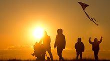Schleswig-Holstein an der Spitze: Ostdeutschland holt im Glücksatlas auf