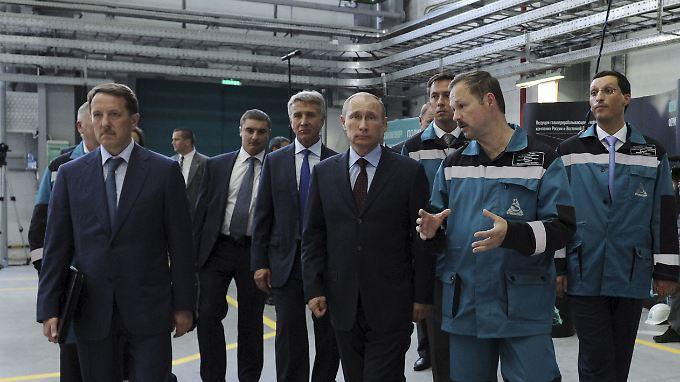 Leonid Michelson (links neben Wladimir Putin), ein enger Vertrauter des russischen Präsidenten, nutzt Briefkastenfirmen.