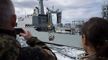 """Rock 'n' Roll mit """"fetter Ente"""": Wenn Kriegsschiffe sich ganz nahe kommen"""