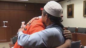 Große Emotionen im Gerichtssaal: Vater vergibt und umarmt Mörder seines Sohnes