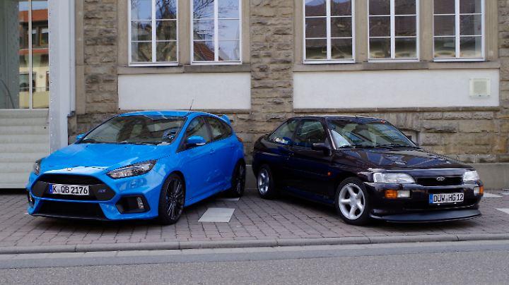Ford Focus RS (links) und Escort Cosworth (rechts)
