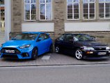 Ford Focus RS (links) und Escort Cosworth (rechts)