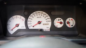 Geradezu schlicht wirkt aus heutiger Sicht die Instrumentierung im Ford Escort RS Cosworth.