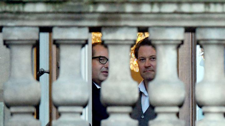 CSU-Landesgruppenchef Alexander Dobrindt und CSU-Generalsekretär Andreas Scheuer auf dem Balkon der Parlamentarischen Gesellschaft, wo die meisten Sondierungstreffen stattfinden.