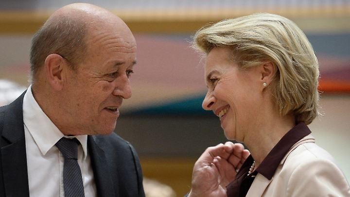 Gut vernetzt: Von der Leyen am Montag in Brüssel mit Frankreichs Außenminister Jean-Yves Le Drian.