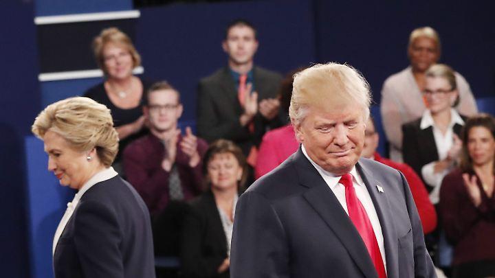Hillary Clinton und Donald Trump im Oktober 2016 bei einem Fernsehduell des Präsidentschaftswahlkampfes.