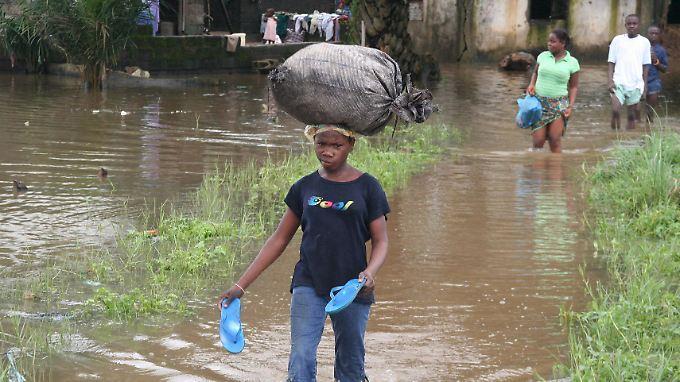 Überschwemmungen wie hier in Liberia rauben der betroffenen Bevölkerung oft die Lebensgrundlage.