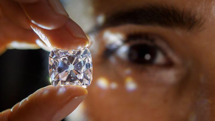 Der Diamant hat 19,07 Karat.