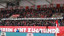 Die Fans von Rot-Weiß Erfurt haben längst genug von den Querelen in ihrer Vereinsführung.