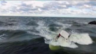 Lebensgefährliche Strömung: 13-jähriger Surfer rettet Schiffbrüchigen