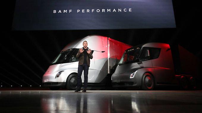 Bei der Präsentationen von neuen Visionen ist Elon Musk ganz in seinem Element. Den Investoren ist das wichtiger als die pünktliche Lieferung tatsächlicher Autos.