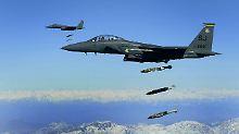 Zahl der Abwürfe verdreifacht: USA weiten Bombenkrieg in Afghanistan aus