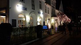 """Das Restaurant """"Wilhelms"""" ist auch bei Nacht ein schöner Anblick."""