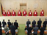 Religionsfreiheit keine Ausrede: Muslime müssen sich vor Gericht erheben