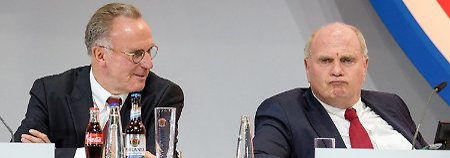 Der Patron im Glück: Hoeneß will Rummenigge die Kugel reichen