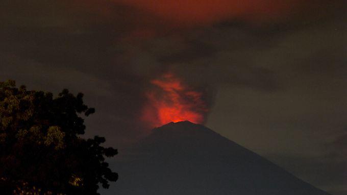 Höchste Warnstufe ausgerufen: Vulkan Agung auf Bali droht auszubrechen