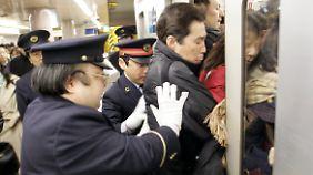 Eng wird's gelegentlich in Tokioter U-Bahnen.