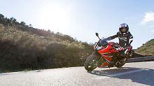 Die Sitzhaltung auf der Honda CBR650F ist für eine Sportler recht aufrecht.